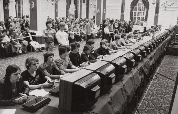 I partecipanti al torneo di Space Invaders del 1981.